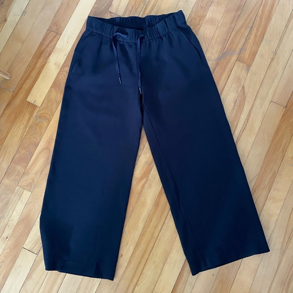 Lululemon On The Fly 7/8 Woven Wide Leg Pant
